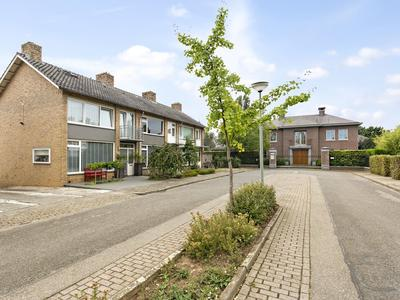 Pastoor Drehmannsstraat 37 in Herten 6049 AS