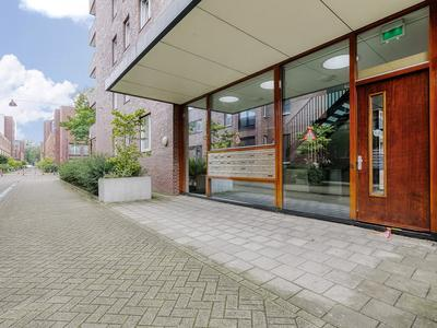 Johan Hofmanstraat 151 in Amsterdam 1069 KD