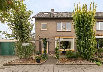 IJsselstraat 19 in Alphen Aan Den Rijn 2405 AB