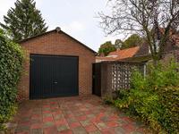 Buiten de woning:<BR>Achterom rechts langs de woning of aan de achterzijde waar ook de vrijstaande garage staat welke bereikbaar is vanuit de Hoogakker.