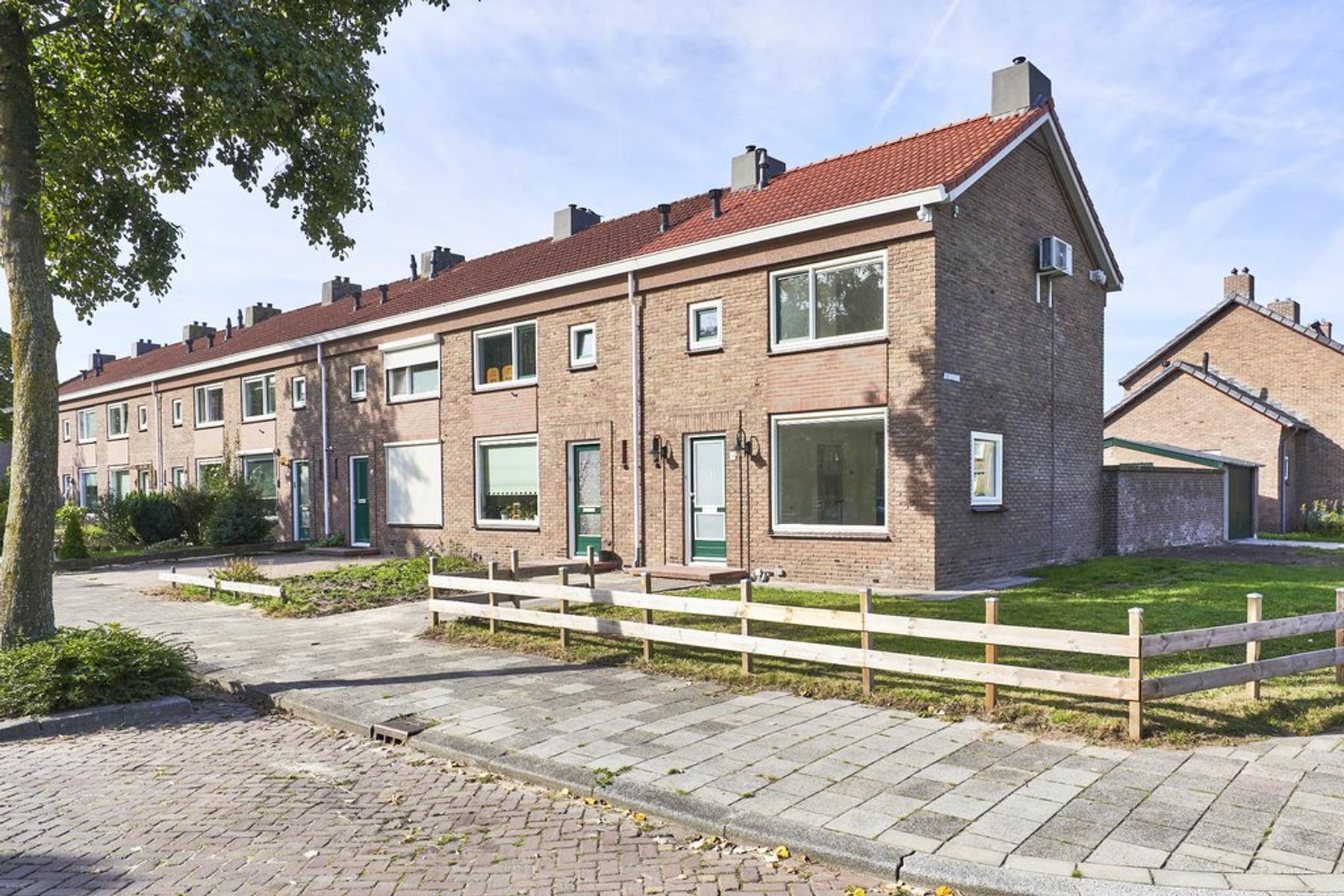 Oude Beekbergerweg 196 in Apeldoorn 7333 AK