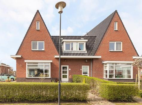 'T Braassemhof 10 in Roelofarendsveen 2371 BL