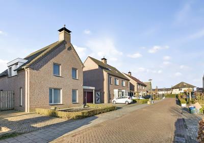 Melodiestraat 5 in Beek En Donk 5741 NX