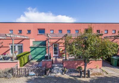 Karmozijnhof 11 in Almere 1339 HN