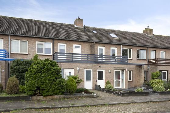 Van De Woestijnelaan 8 in Roosendaal 4707 LX