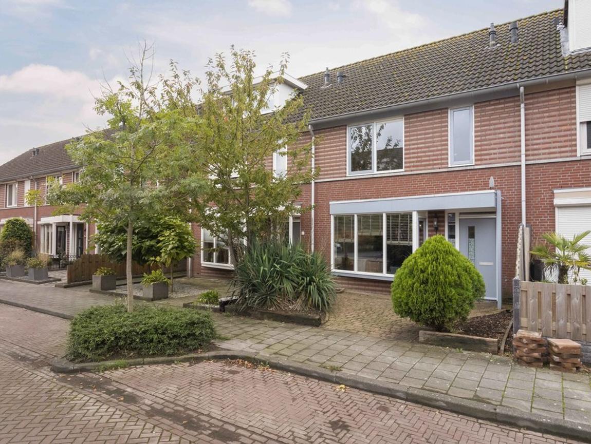 Beatrixstraat 6 in Moerdijk 4782 AS