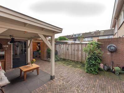 Begoniastraat 8 in Oldebroek 8096 XB