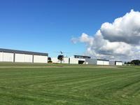 Prive hangaar voor een vliegtuig of helikopter, gelegen op Lelystad Airport