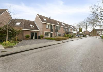 Loopveltweg 30 in Vinkeveen 3645 WK