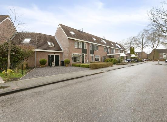 Loopveltweg 30 in Vinkeveen 3645 WK