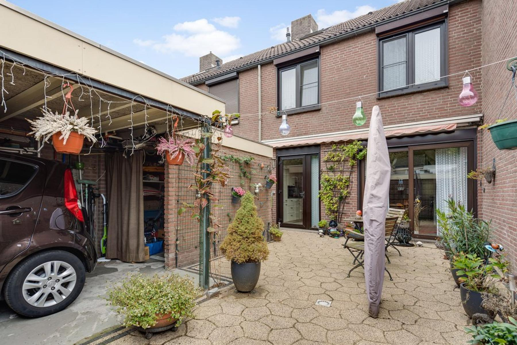 Heuvel 85 in Roermond 6042 JS