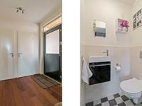 Begane grond:<BR>U komt binnen in de hal welke is voorzien van een warme houten vloer, schuurwerk wanden en plafond. Tevens bevindt zich hier de meterkast, een kelderkast, de trapopgang naar de 1e verdieping en het gemoderniseerde deels betegelde toilet.