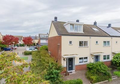 Zwanebloembocht 132 in Velserbroek 1991 GA