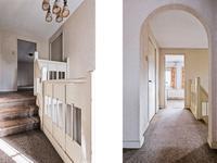 1e Verdieping: <BR>Via de bordestrap komt u op de overloop (houten verdiepingsvloer) welke is voorzien van vloerbedekking. Er zijn 4 slaapkamers en 1 badkamer op de verdieping.