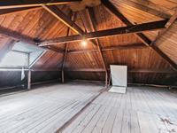 2e Verdieping: <BR>Vaste trap naar bergzolder met houten spanten en dakbeschot, volop bergruimte en mogelijkheden.