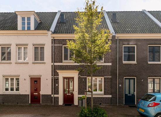 Veenoever 12 in Roelofarendsveen 2371 JE