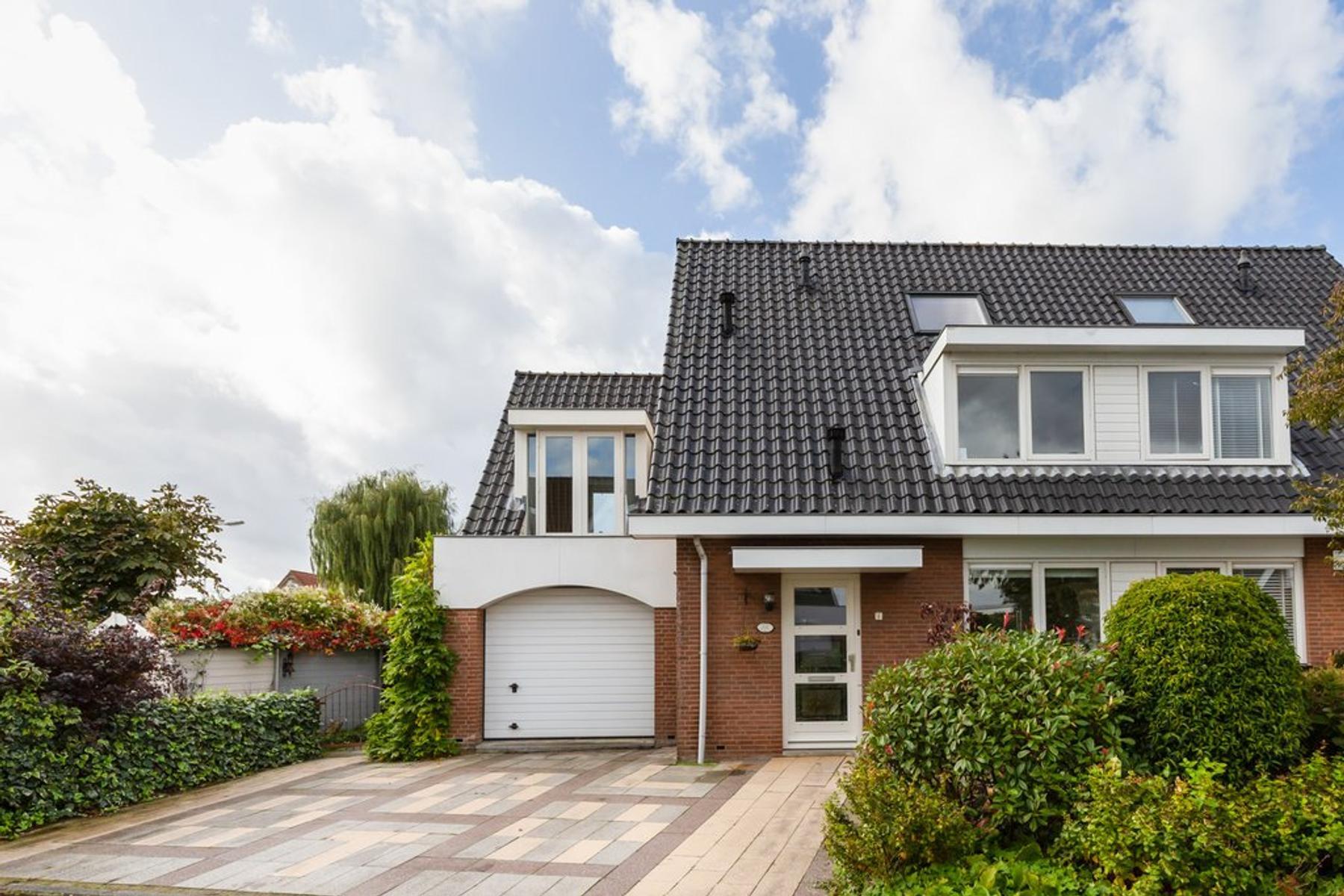 Dr. A. Scheygrondlaan 1 in Reeuwijk 2811 GN