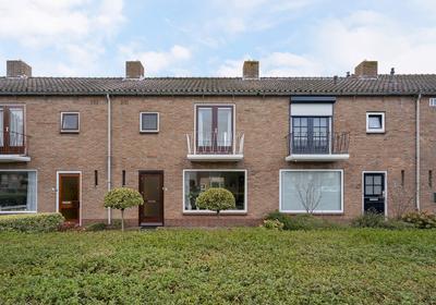 Asterstraat 37 in Oud-Beijerland 3261 AC