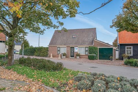 Kerkbuurt 1 in Tuitjenhorn 1747 GP