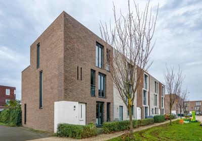 Iskurstraat 20 in Almere 1363 RC