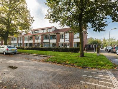 Karel Doormanstraat 41 in Alphen Aan Den Rijn 2405 VL