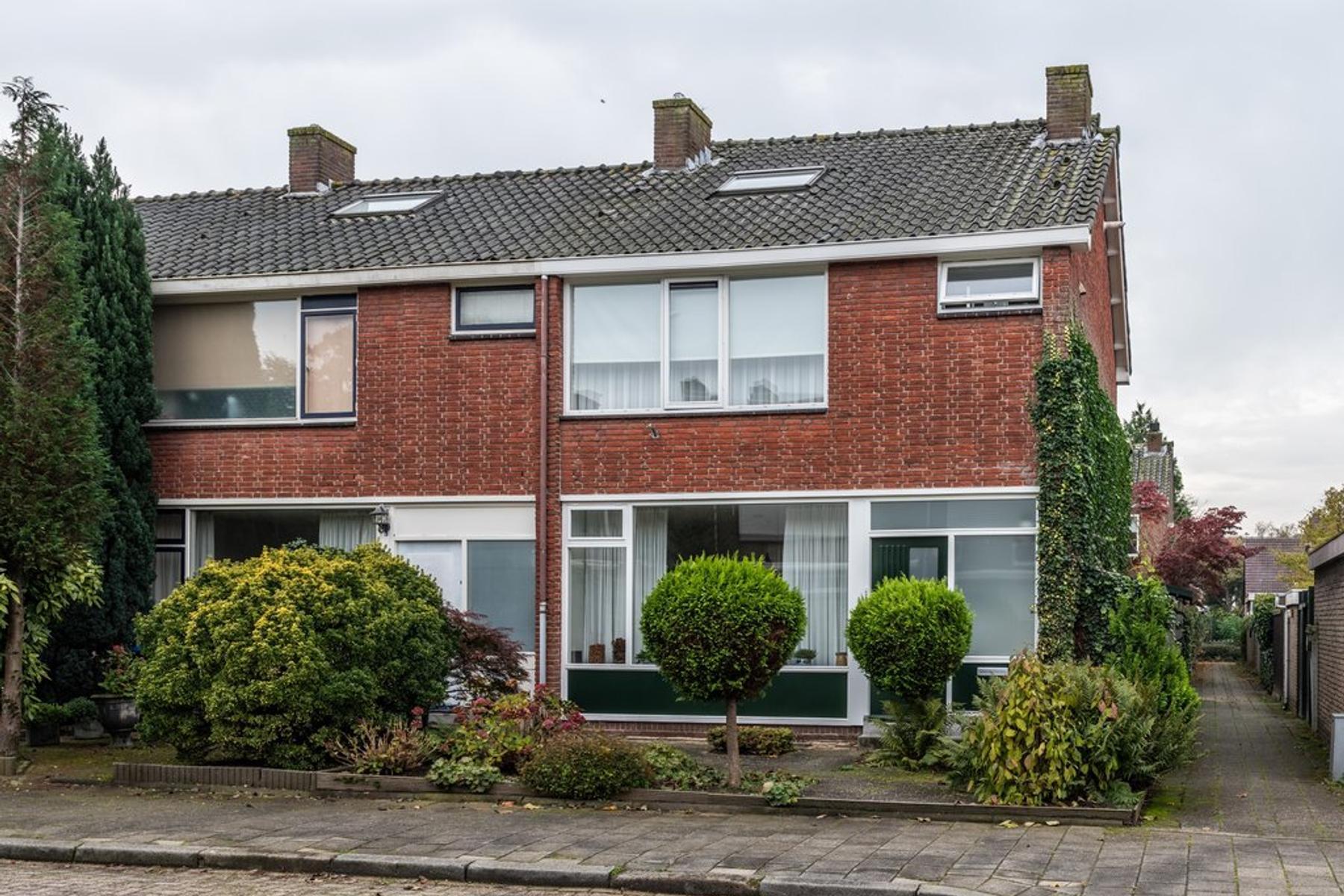 Mr. Treubstraat 27 in Ridderkerk 2982 VN