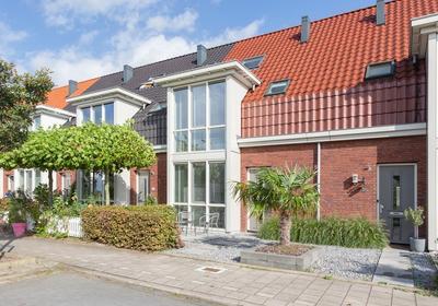 Louisapolder 38 in Barendrecht 2992 ZX
