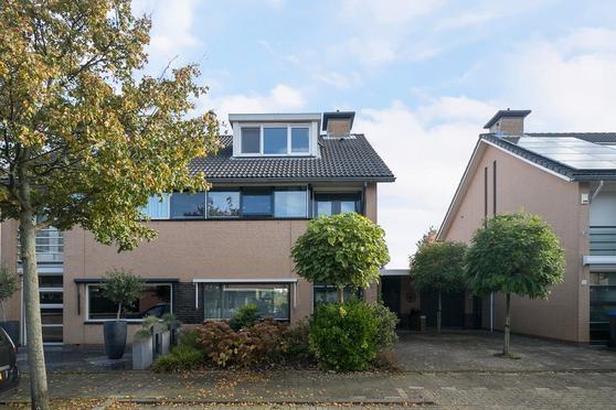 Van Ravesteyndreef 8 in Barendrecht 2992 HA