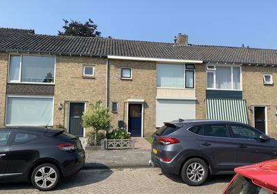 Kamperfoeliestraat 28 in Waalwijk 5143 AE