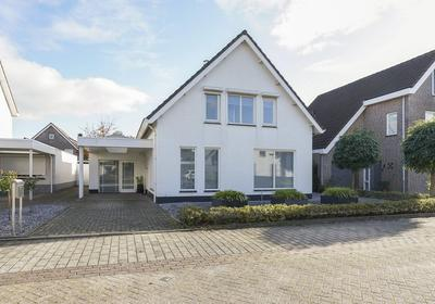 Antony Van Dijckstraat 4 in Waalwijk 5143 JC