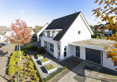 Kalmoesbeek 4 in Helmond 5709 PV
