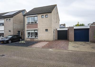 Meidoornlaan 13 in Oud Gastel 4751 JT