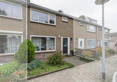 Van Dam Van Isseltstraat 5 in Vlissingen 4384 GN