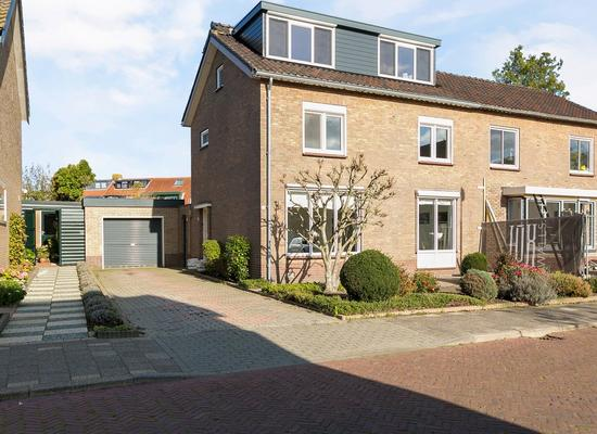 Schoolstraat 15 in Bunschoten-Spakenburg 3751 EK