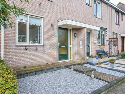 Burgemeester De Zeeuwlaan 21 in Ouderkerk Aan Den IJssel 2935 AS