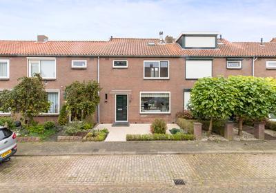 Arent Van Der Graeffstraat 8 in Zuid-Beijerland 3284 AB