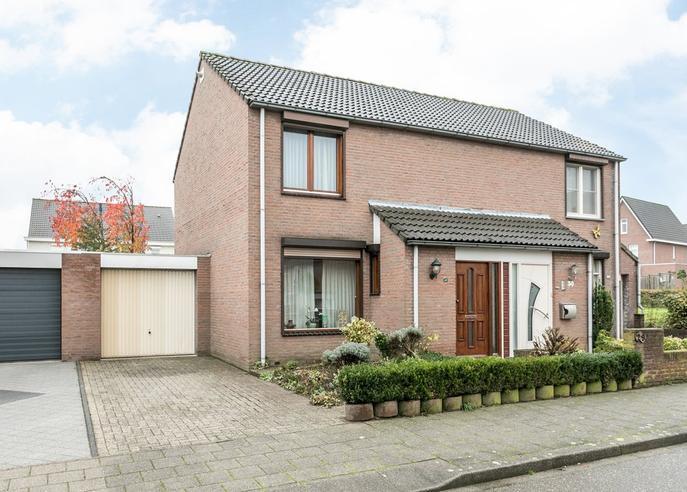 Overbroekerf 29 in Hoensbroek 6433 EX