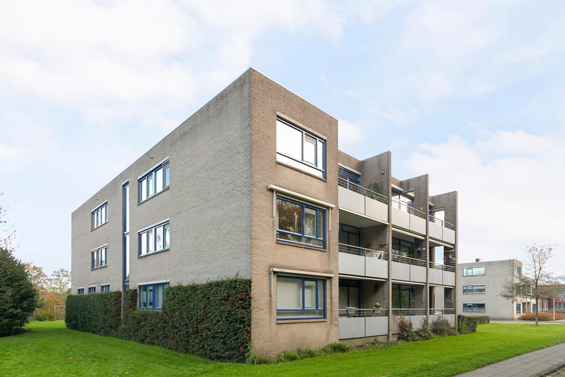 Burgemeester Hendrixstraat 15 in Berkel En Rodenrijs 2651 JS