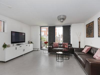 Zuidzijdsedijk 144 in Hoogvliet Rotterdam 3194 ND