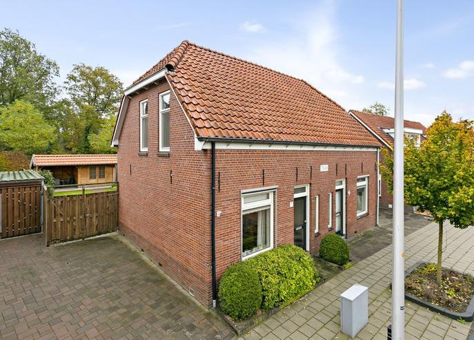 Burgemeester Van Der Borchstraat 11 in Holten 7451 CE
