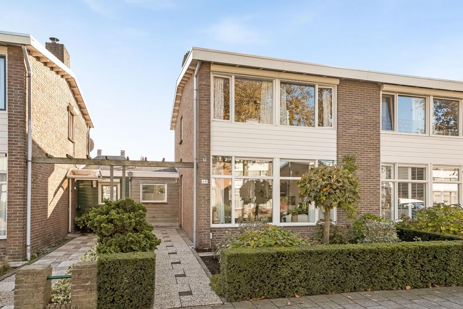 Korenbloemstraat 19 in Rosmalen 5241 BV