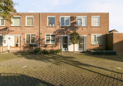 Tarthorst 43 in Alphen Aan Den Rijn 2402 LK