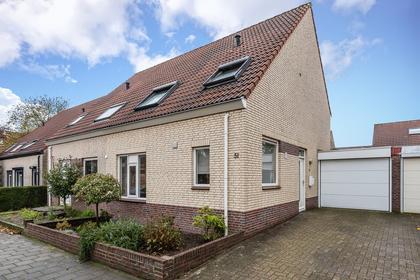 Rijnlaan 51 in Helmond 5704 HX
