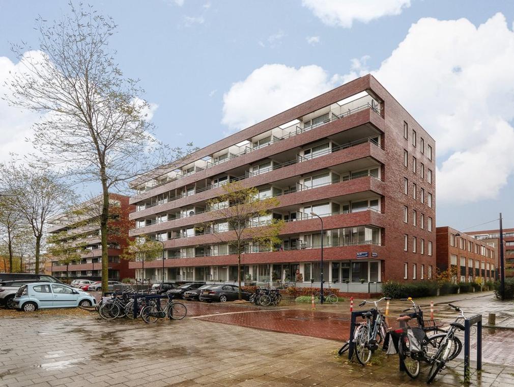 Johan Hofmanstraat 246 in Amsterdam 1069 KE