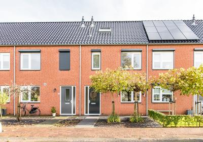 Buitenwaard 18 in Wijk En Aalburg 4261 MG