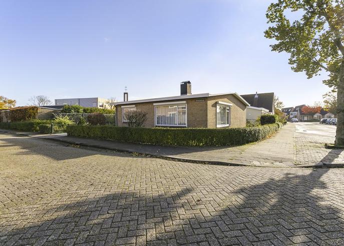 Vooraanblik levensloopbestendige woning bungalow Koudekerke