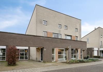 Henriette Polaklaan 16 in Zutphen 7207 HN