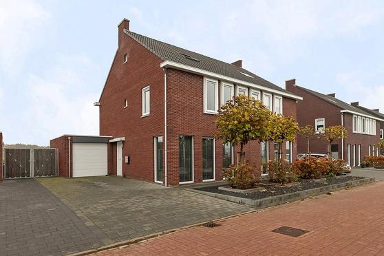 Albert Cuyplaan 22 in Veendam 9646 EA