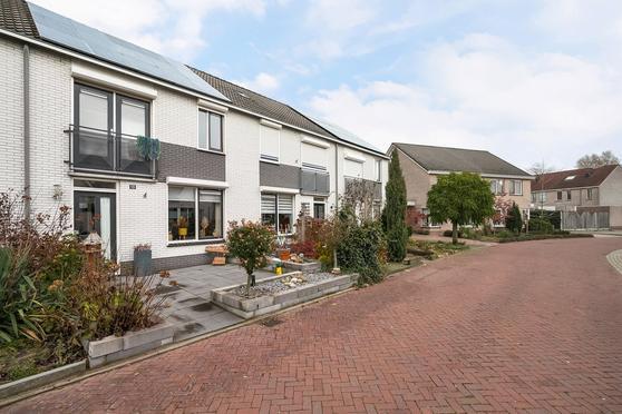 Leeuwebek 10 * in Nijverdal 7443 MP