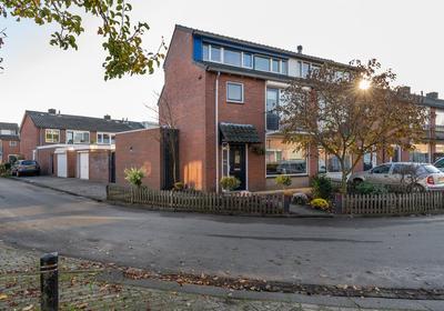 Hazelaarstraat 1 in Sint-Michielsgestel 5271 GE